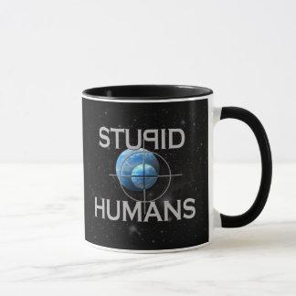 Seres humanos estúpidos caneca