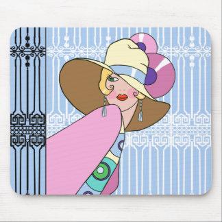 Shelby, senhora dos anos 30 no azul e no rosa mouse pad