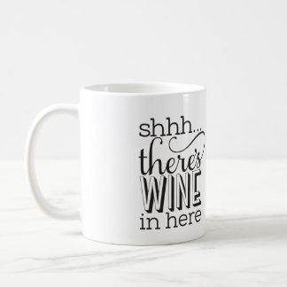 Shh… há vinho em aqui agride caneca de café