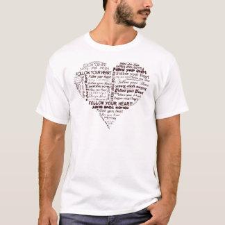 Siga seu coração preto e branco t-shirt