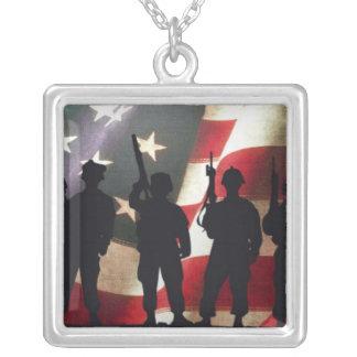 Silhueta militar patriótica do soldado colar com pendente quadrado