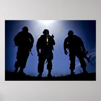 Silhuetas militares do soldado do exército poster