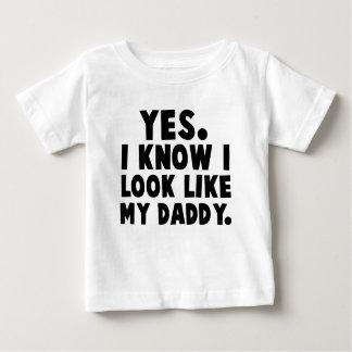 Sim, eu sei que eu olho como meu pai camisetas