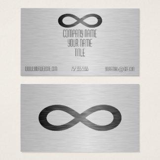 Símbolo da infinidade na textura do metal do falso cartão de visitas