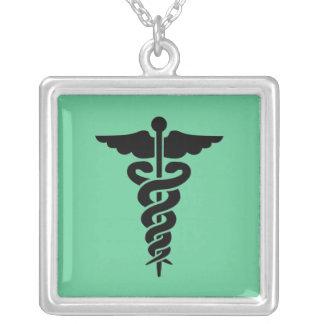 Símbolo médico colares personalizados