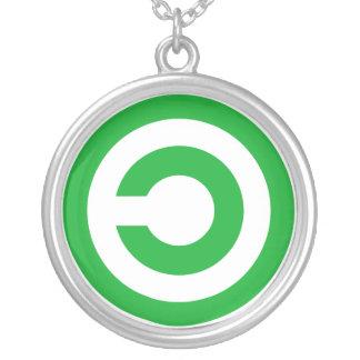 Símbolo verde do dominio público de Anti-Copyright Colar Banhado A Prata