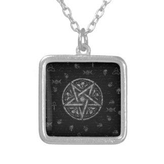 Símbolos da feitiçaria colar banhado a prata