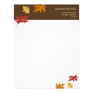 Simplesmente a queda deixa a outono o tema marrom  papel timbrado
