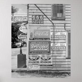 Sinais em uma loja geral, 1938. Foto do vintage Poster