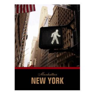 Sinal da caminhada da Nova Iorque de Manhattan Cartoes Postais