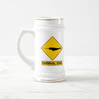Sinal de Narwhal X-ing Caneca De Cerveja