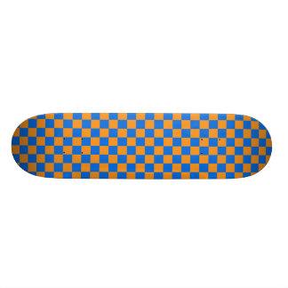 Skate alaranjado & azul do tabuleiro de damas