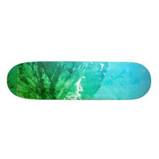 Skate verde das montanhas do verão
