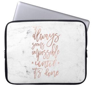 Sleeve Para Notebook Mármore cor-de-rosa do branco da tipografia do