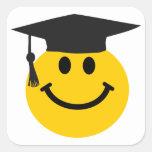 Smiley face graduado com chapéu da graduação adesivo quadrado