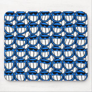 Smileys face azuis engraçados com máscaras mouse pad
