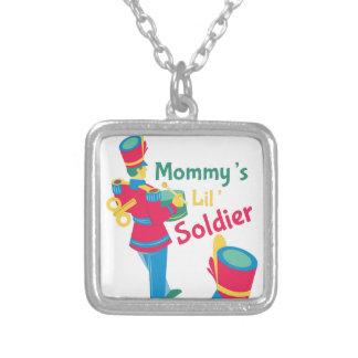 Soldado de Mommys Colar Com Pendente Quadrado
