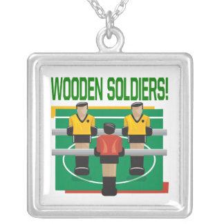 Soldados de madeira colar com pendente quadrado
