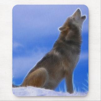 Solitário que urra o lobo cinzento psto em perigo mouse pad