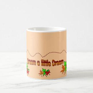 Sonhe um sonho pequeno - coleção da queda caneca de café