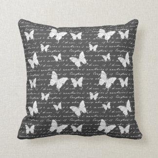 Sonhos pretos & brancos da borboleta travesseiro de decoração
