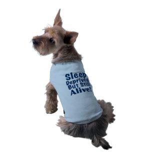 Sono destituído mas ainda vivo em azul escuro camisa sem mangas para cachorro