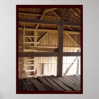 Sótão da escada & foto rural dos celeiros velhos d poster