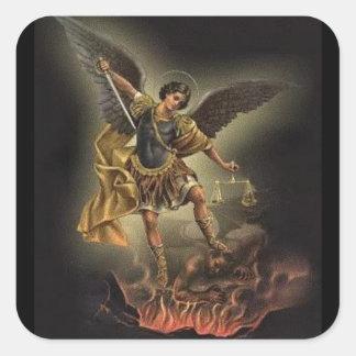 St Michael o diabo da armadura da espada do Adesivo Quadrado