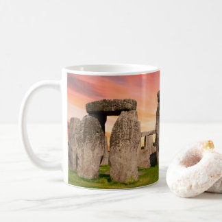 Stonehenge na caneca do por do sol