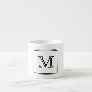 Sua letra. Monograma preto e branco Xícara De Espresso