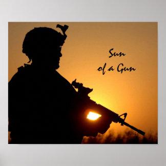 Sun de uma chalaça militar engraçada da arma poster