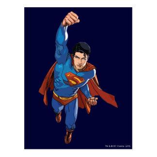 Superman que voa para a frente cartão postal