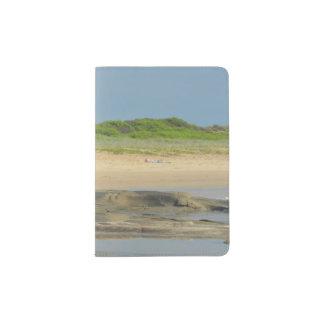 Suporte do passaporte da cena da praia capa para passaporte