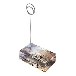 Suporte Para Cartão De Mesa Árvores de floresta no por do sol com céu nebuloso