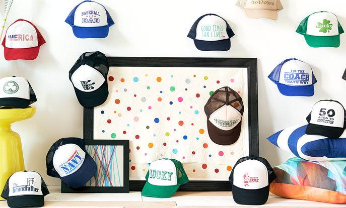 Confira a nossa coleção de bonés e personalize por cor, desin ou estilo.