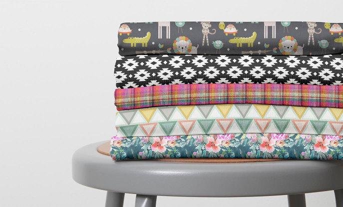 Encontre tecidos, sacolas para presentes, adesivos, papel de seda, papel de presente e muito mais na Zazzle!