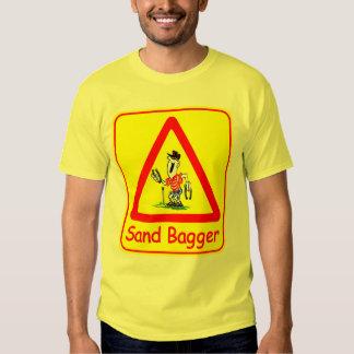 T em ferradura básico do Bagger da areia Camisetas