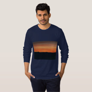 T Longo-Sleeved azul escuro com design do por do Tshirt