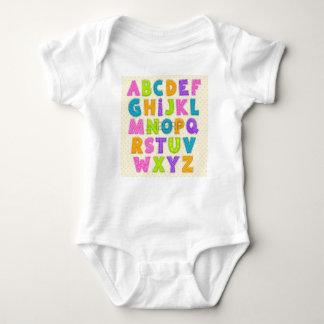 T-shirt Alfabeto colorido