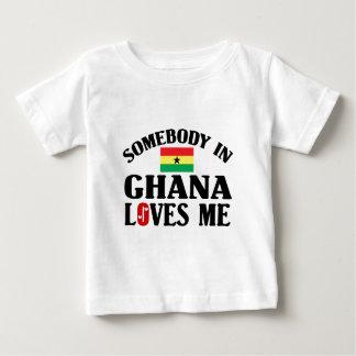T-shirt Alguém em Ghana ama-me