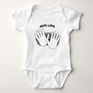 T-shirt Bebê da vida do abraço