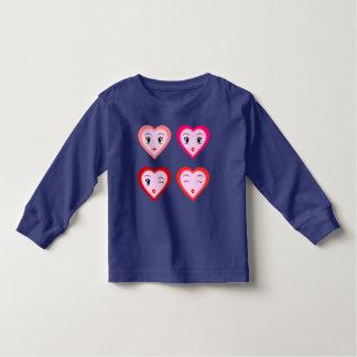 T-shirt bonito dos corações para miúdos