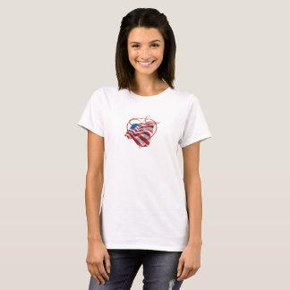 T-shirt com a bandeira americana e coração bonitos