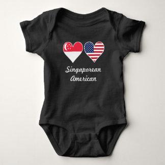 T-shirt Corações singapurenses da bandeira americana