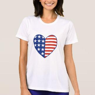 T-shirt da bandeira do coração dos EUA