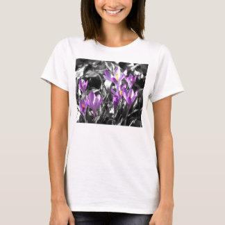 T-shirt das senhoras do açafrão