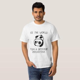 T-shirt de cabeça para baixo da visão mundial do
