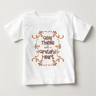 T-shirt Dê obrigados com um coração grato