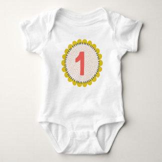 T-shirt Design da flor do aniversário