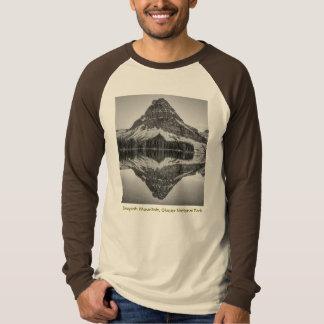 T-shirt Design da reflexão da montanha de Sinopah